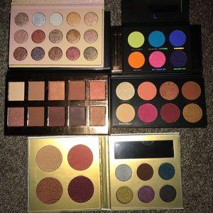 Set of eyeshadow pallets with brush set